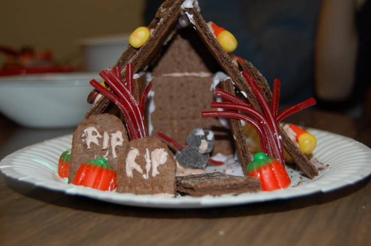 Haunted Gingerbread House Kit Picture in Cake Decor