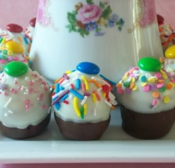 639x479px No Bake Cake Pops Picture in Cupcakes