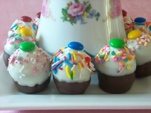 No Bake Cake Pops Picture in Cupcakes