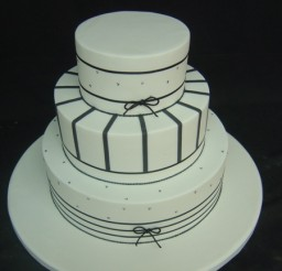 450x600px White Cake Stand With Ribbon Picture in Birthday Cake